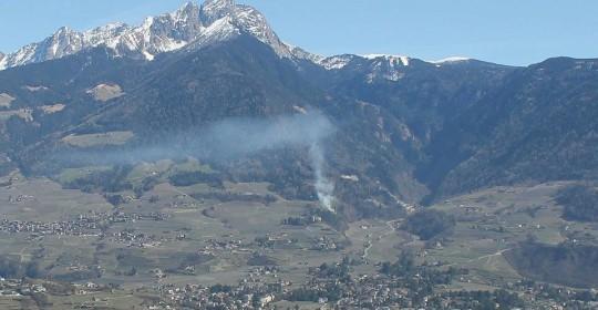 Feuerwehr Schenna bei Waldbrand im Einsatz