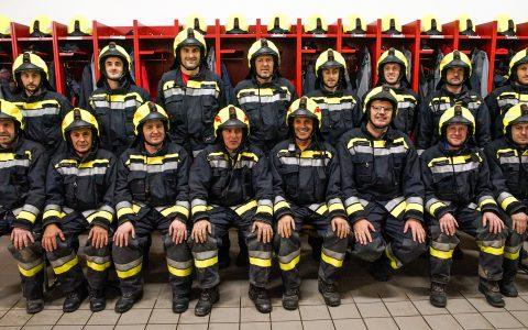 Neue Einsatzhelme für die drei Feuerwehren von Schenna
