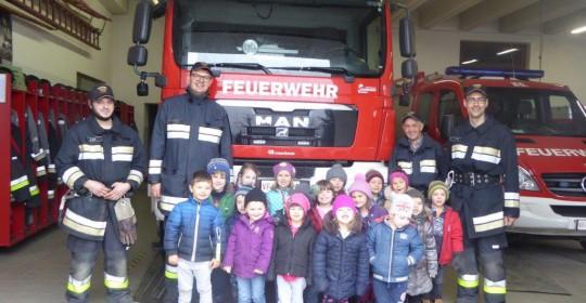 Besuch des Kindergarten Schenna bei der Feuerwehr